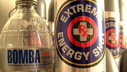 Энергетический напиток приравняют к алкоголю.  Его хотят запретить...