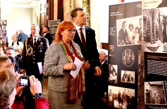 С президентом Латвии Раймондсом Вейонисом - на конференции в 75-ю годовщину депортаций 14 июня 1941 года. Рига, 2016 год.