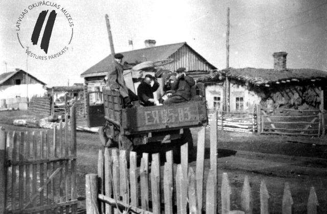 Жизнь в сибирской ссылке - подобные фотографии есть в альбомах многих латвийцев