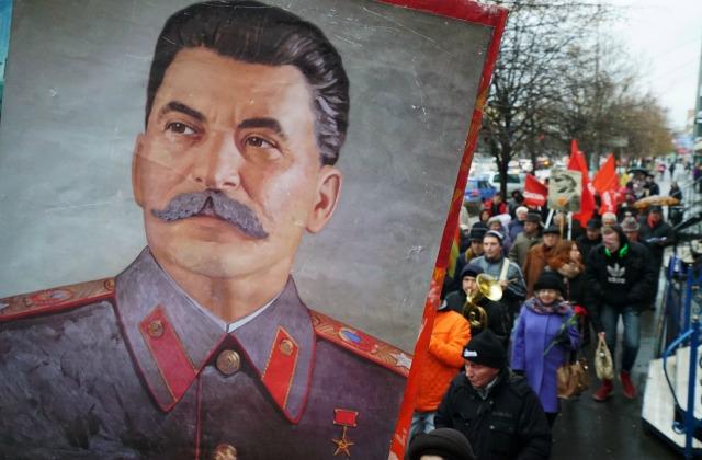 Сталин и сталинизм продолжают волновать умы россиян. 2016 год, 7 ноября, праздничная демонстрация в Калиниграде