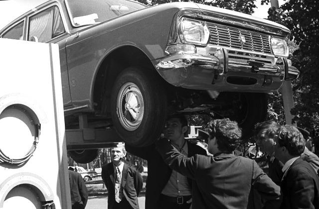 """Чудо советской техники - автомобиль """"Москвич - 412"""", 1973 год"""