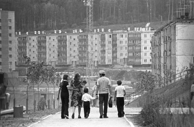 Иллюстративное фото, 1976 год. Новые жилые кварталы вырастали по всей стране