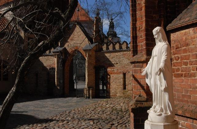 Двор костела Бернардинцев