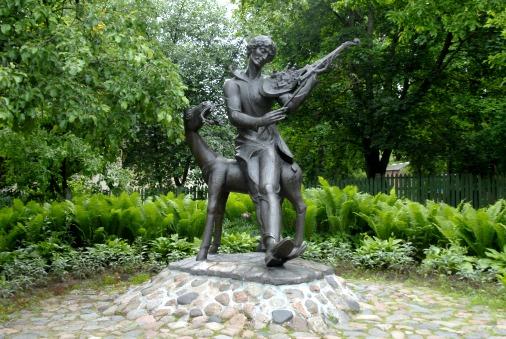 Памятник художнику в музейном саду