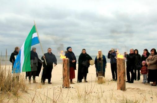 На празднике ливов можно увидеть ритуалы коренных жителей побережья
