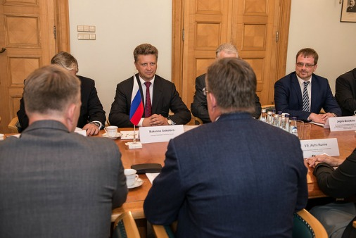 Накануне заседания комиссии участников переговоров принял премьер-министр Латвии Марис Кучинскис