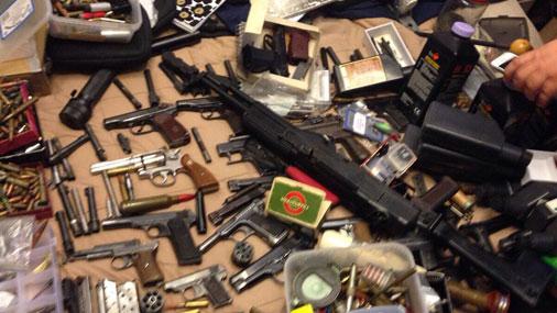 Служащих ФСИН иМВД осудят вПитере законтрабанду оружия изЕС