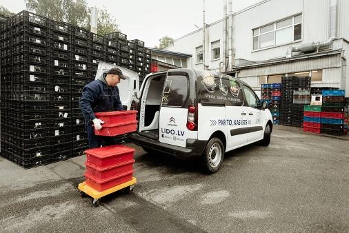 Путь котлеты: С 6:00 до 7:00 масса с мясной базы грузится на транспорт и развозится по всем бистро LIDO