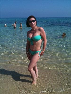 Взрослый большой бюст на пляже видео фото 131-963
