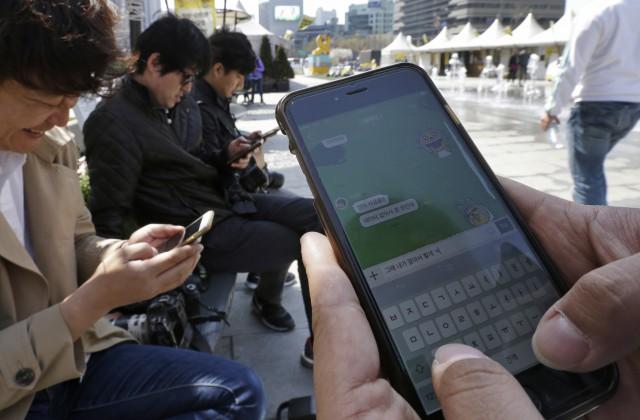 Число активных пользователей мессенджера фейсбук превысило 900 млн