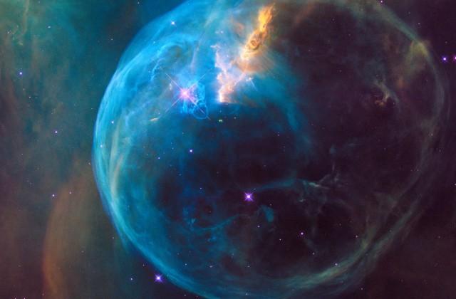 Телескоп Hubble снял огромную голубую туманность «Пузырь»