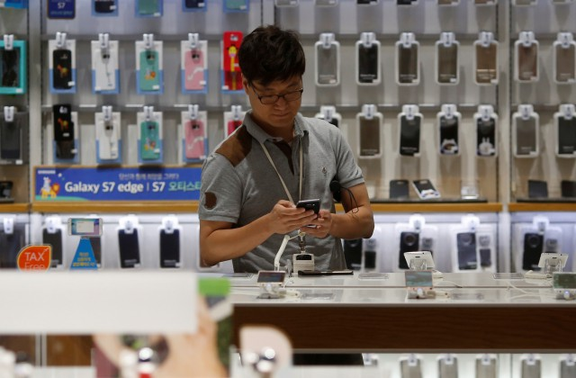Самсунг будет торговать подержанные мобильные телефоны