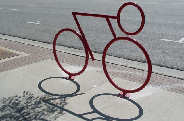 Физика одолела. Велосипедист опередил соперников насклоне, невращая педали