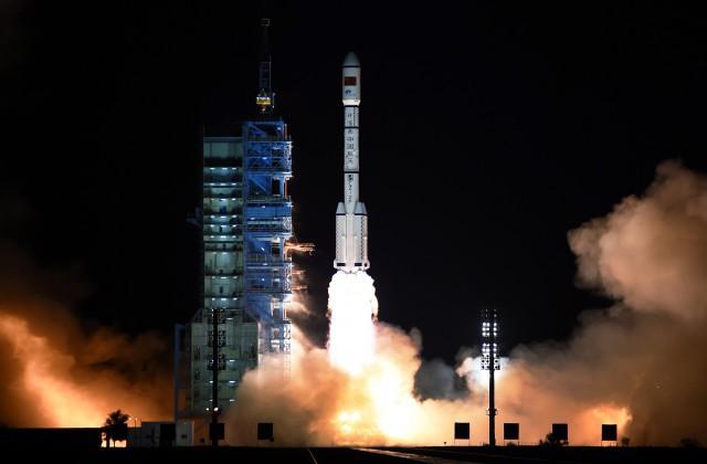 КНР запустил ракету-носитель собитаемой космической лабораторией