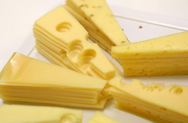 Ученые узнали, как сыр сплесенью продлевает жизнь