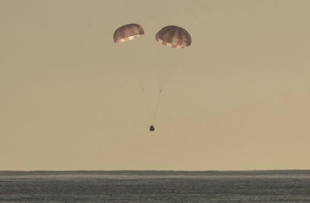 Космический корабль Dragon американской компании SpaceX доставил на Землю груз с Международной космической станции (МКС)