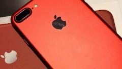 В Латвии начали торговать красными iPhone 7