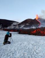 Впечатляет! Огненная река лавины вулкана Этна