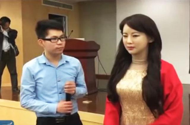 Человекоподобный робот Цзя Цзя впервый раз дала интервью