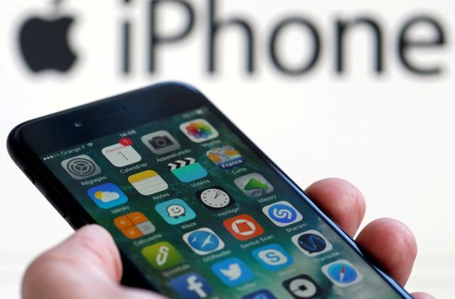 УApple неожиданно упали продажи iPhone