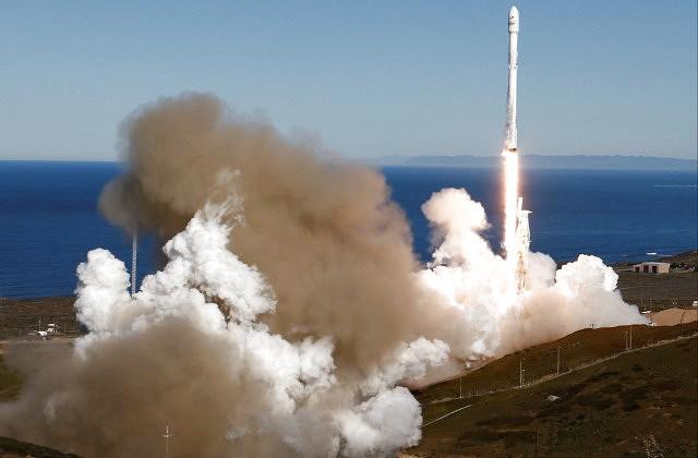Космический корабль спрахом усопшего будет кружить вокруг Земли два года