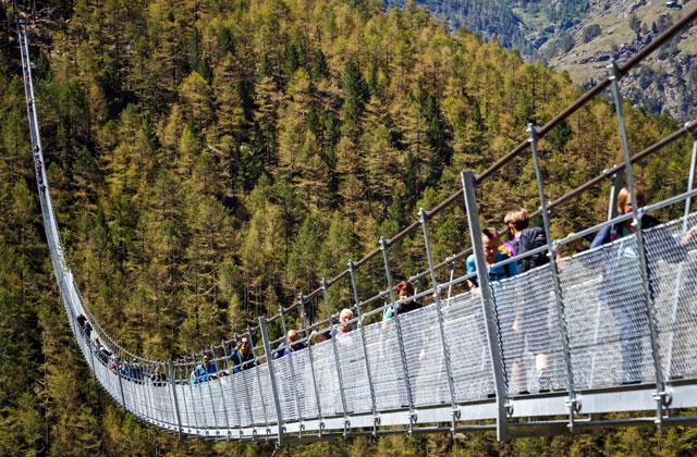 ВШвейцарии представили самый длинный вмире висячий пешеходный мост