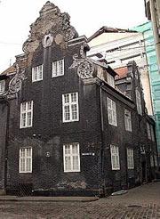 То самое здание на Маза Смилшу, 8.