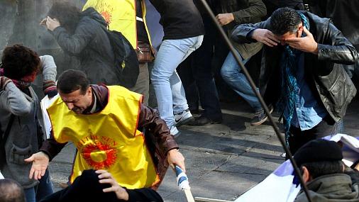 Милиция применила слезоточивый газ против демонстрантов в Киеве