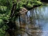 В Добельском крае автомобиль упал в реку