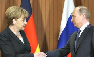 Меркель призвала Путина внести вклад в прекращение огня на Украине