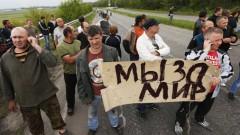В Славянске жители строят баррикады и требуют люстрации
