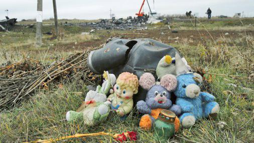 Проверка версий: споры о том, кто сбил малазийский Boeing MH-17 над Украиной