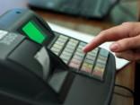 Разборчивые торговцы: карточки к оплате не принимают