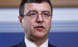 Министр финансов: Латвия вновь живёт не по средствам