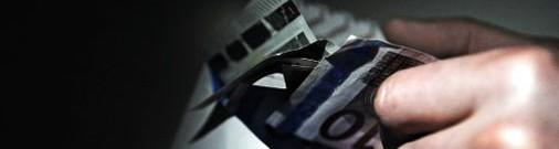 Плательщиков «зарплат в конвертах» предлагают штрафовать на сумму до 2100 евро