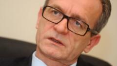 Глава Минюста не видит оснований судиться из-за беженцев