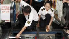 Продолжаются ЧП с эскалаторами: уборщику «зажевало» ногу