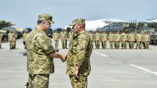 Порошенко: практически 2100 украинских военнослужащих погибли в итоге российской агрессии
