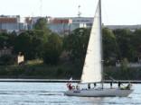 На Даугаве перевернулась яхта с пятью пассажирами