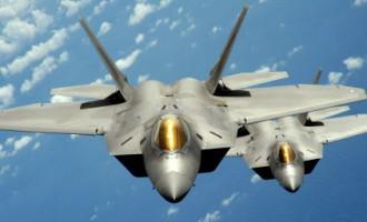 США перебросили в Европу истребители F-22 Raptor
