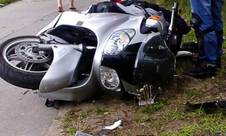 В центре Риги произошла тяжелая авария; погиб мотоциклист