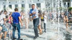 Виталий Кличко освежился в киевском фонтане