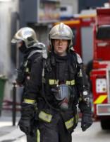 Восемь человек погибли во время пожара на севере Парижа