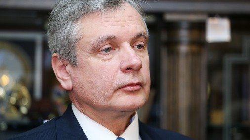 Зарплаты премьер-министра и парламентских секретарей могут вырасти на 600-700 евро