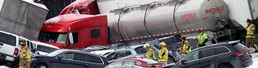 В США на заснеженной трассе образовалась «свалка» из 50 автомобилей, есть жертвы