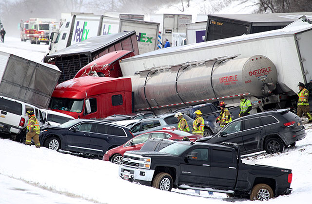 ВПенсильвании столкнулись неменее 50 авто: десятки пострадавших