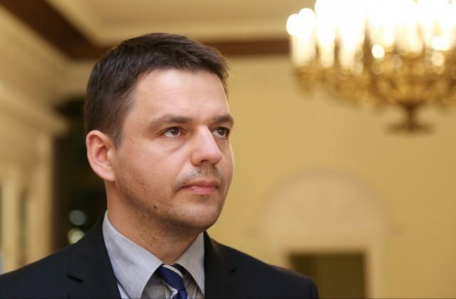 За «вшей» ответит: Депутат Латвии, оскорбивший русских, получит по полной