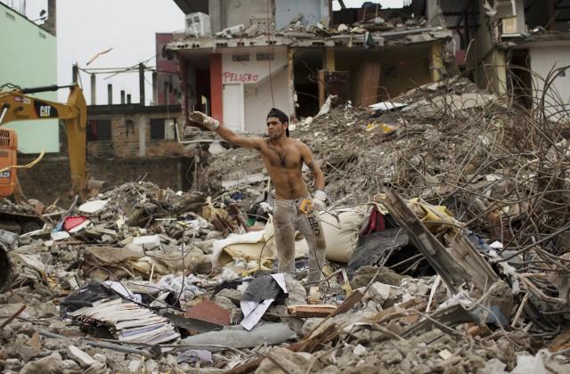 Ужасающее землетрясение вЭквадоре продолжает уносить жизни людей