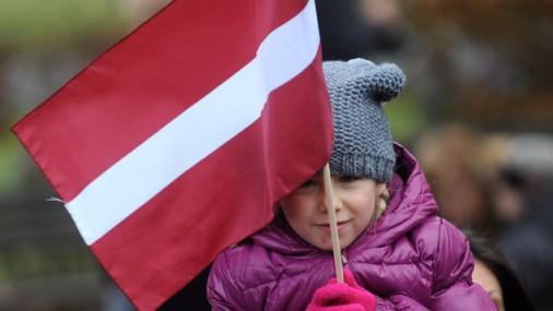 Латвийские детишки по-взрослому поздравляют Латвию