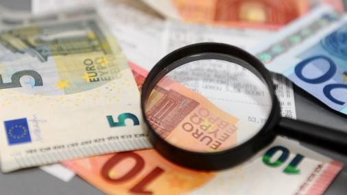 Экономист: налоговое бремя в Латвии высокое, а объем собираемых налогов низкий